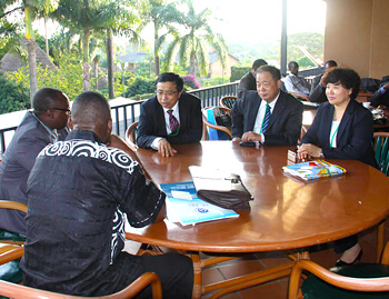 Chen Cuihong, the leader of Runh Power, went to Uganda, Tanzania and other Afric