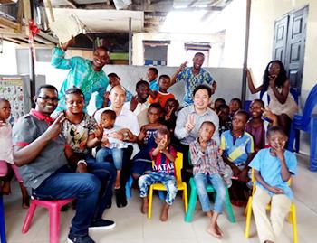 Charité en Action—Activité de don à l'orphelinat nigérian